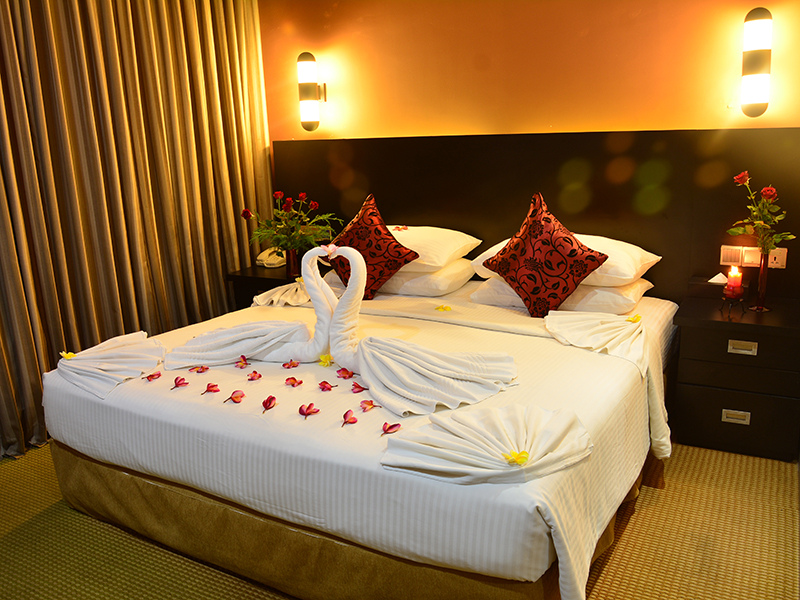 http://pearlgrouphotels.com/wp-content/uploads/2016/02/Deluxe-Honeymoon-Room.jpg