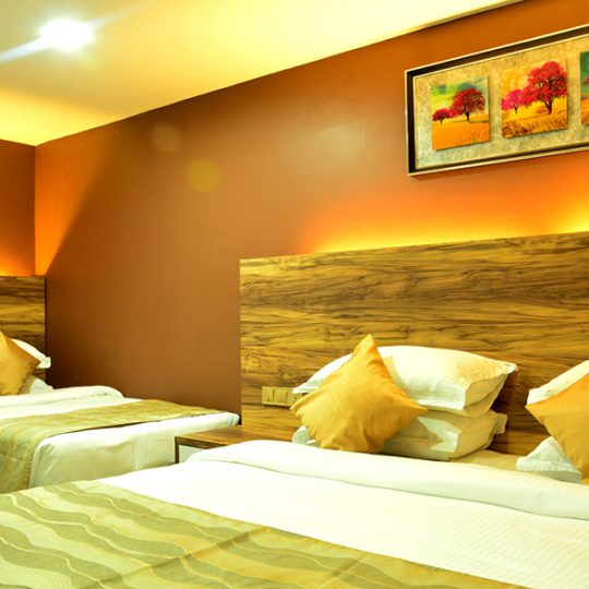 http://pearlgrouphotels.com/wp-content/uploads/2016/02/best_hotel_in_srilanka_Triple-Room-3-540x540.jpg