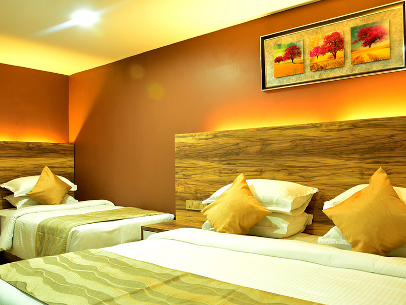 http://pearlgrouphotels.com/wp-content/uploads/2016/02/best_hotel_in_srilanka_Triple-Room-3.jpg
