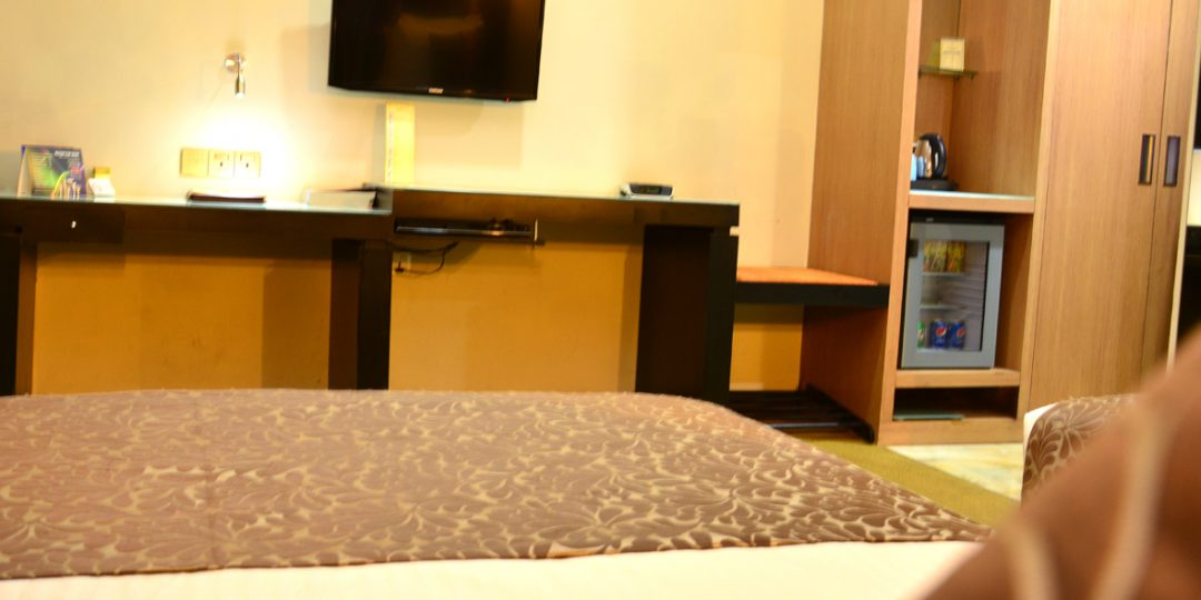 http://pearlgrouphotels.com/wp-content/uploads/2016/07/Superior-Deluxe-Twin-Room-5-1080x540.jpg