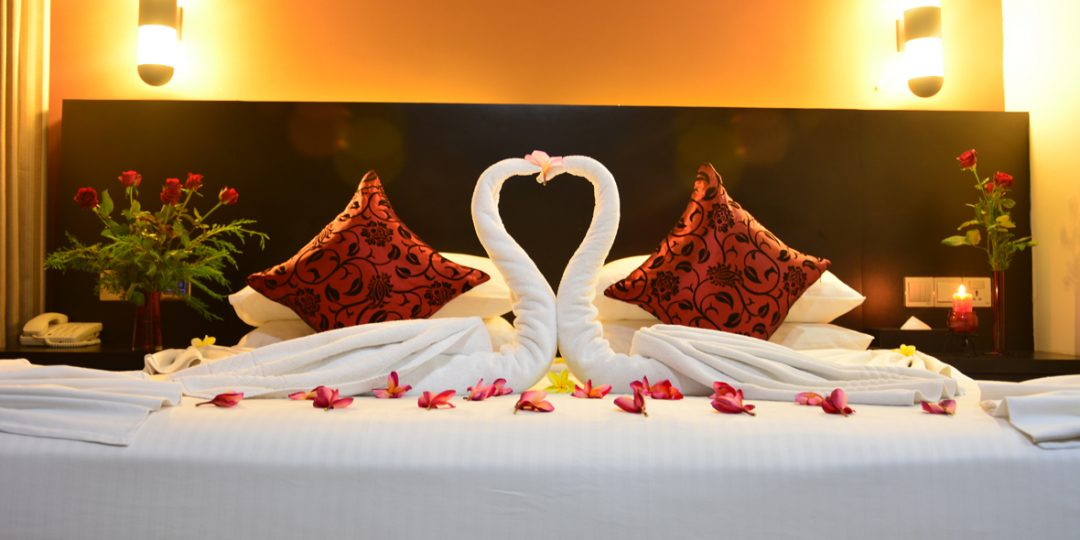http://pearlgrouphotels.com/wp-content/uploads/2016/07/Superior-deluxe-Honeymoon-Room-1-1080x540.jpg