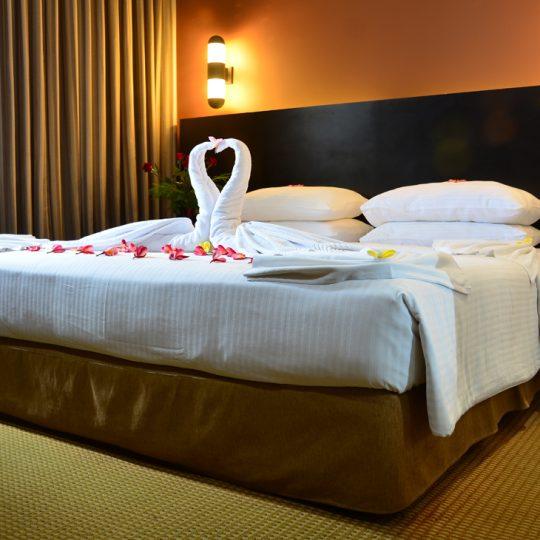 http://pearlgrouphotels.com/wp-content/uploads/2016/07/Superior-deluxe-Honeymoon-Room-3-540x540.jpg