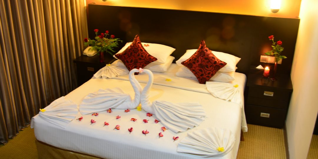 http://pearlgrouphotels.com/wp-content/uploads/2016/07/Superior-deluxe-Honeymoon-Room-4-1080x540.jpg