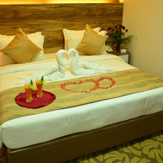 http://pearlgrouphotels.com/wp-content/uploads/2016/07/best_hotel_in_srilanka_Honeymoon-Room-1-540x540.jpg