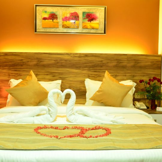 http://pearlgrouphotels.com/wp-content/uploads/2016/07/best_hotel_in_srilanka_Honeymoon-Room-6-540x540.jpg