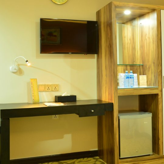 http://pearlgrouphotels.com/wp-content/uploads/2016/07/best_hotel_in_srilanka_Triple-Room-5-540x540.jpg