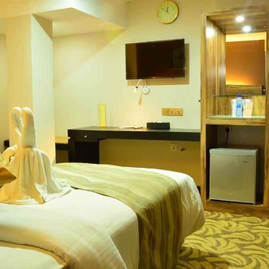 http://pearlgrouphotels.com/wp-content/uploads/2016/07/best_hotel_in_srilanka_Twin_Room_2-540x540.jpg