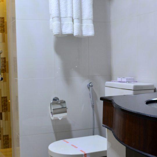 http://pearlgrouphotels.com/wp-content/uploads/2016/07/best_hotel_in_srilanka_Twin_Room_5-540x540.jpg