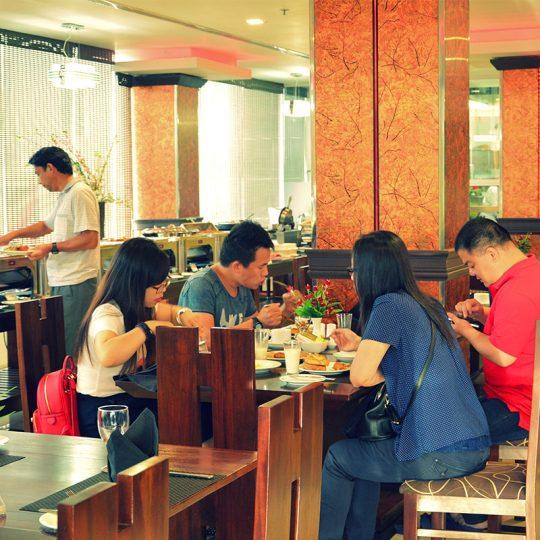 http://pearlgrouphotels.com/wp-content/uploads/2016/07/pearl-grand-hotel-sri-lanka-4-540x540.jpg